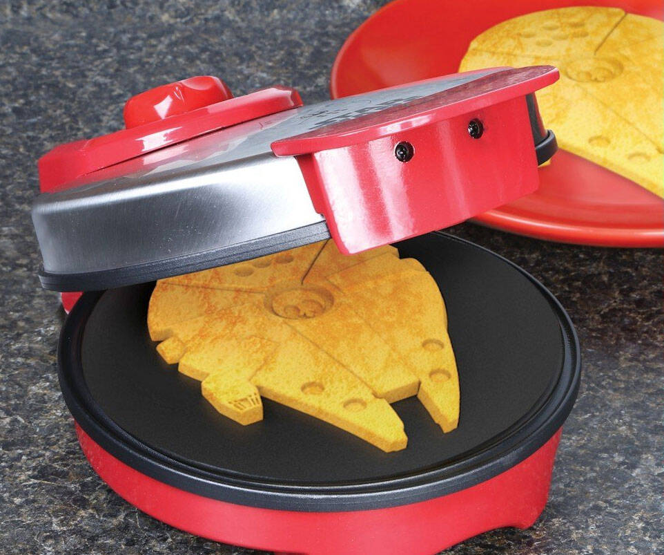 Millennium Falcon Waffle Maker - http://coolthings.us