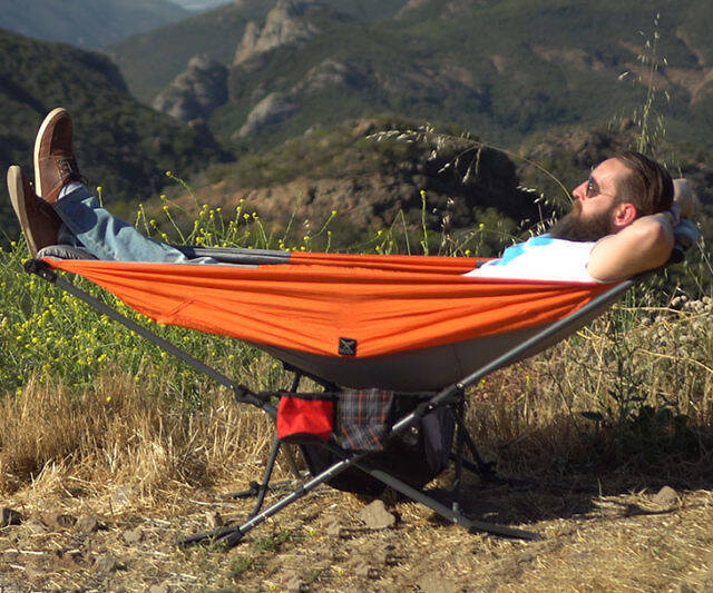 The Compact Folding Hammock - coolthings.us