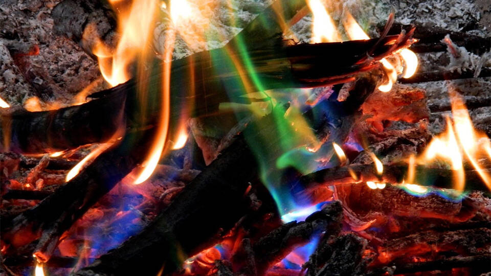 Mystical Fire Campfire Colorant - http://coolthings.us