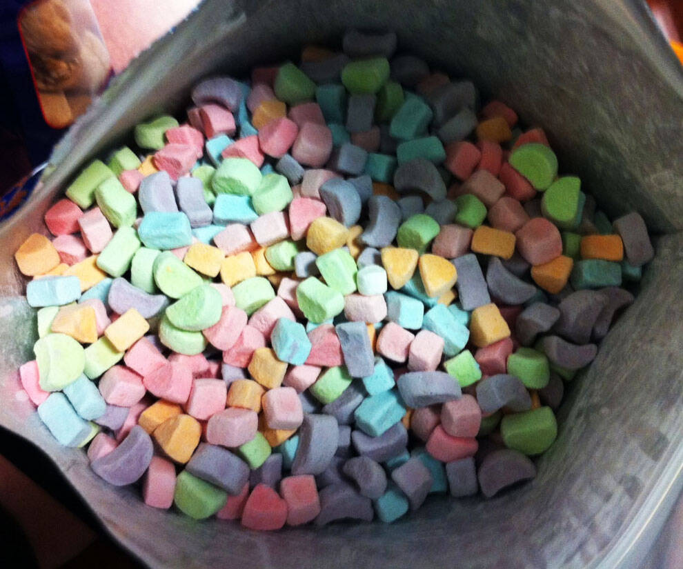 One Pound Bag Of Marshmallows - http://coolthings.us