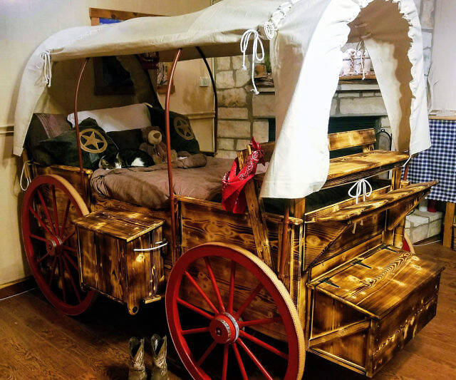 Oregon Trail Wagon Bed - coolthings.us