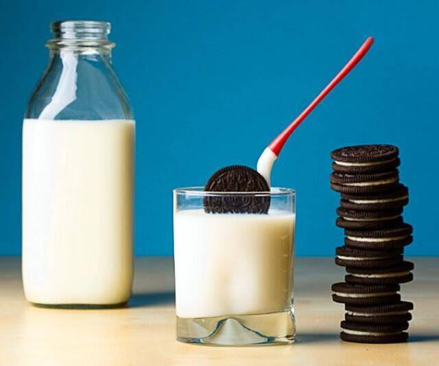 Oreo Cookie Dipper - http://coolthings.us