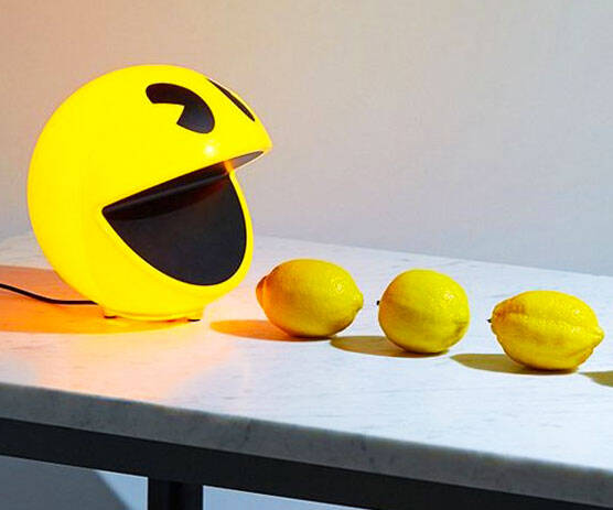 Pac-Man Lamp - http://coolthings.us