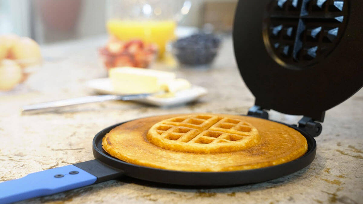 Pancake & Waffle Hybrid Maker - http://coolthings.us