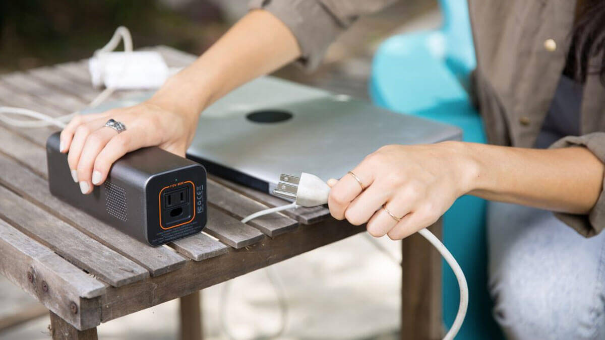 PowerBar - Portable AC Power Outlet - http://coolthings.us