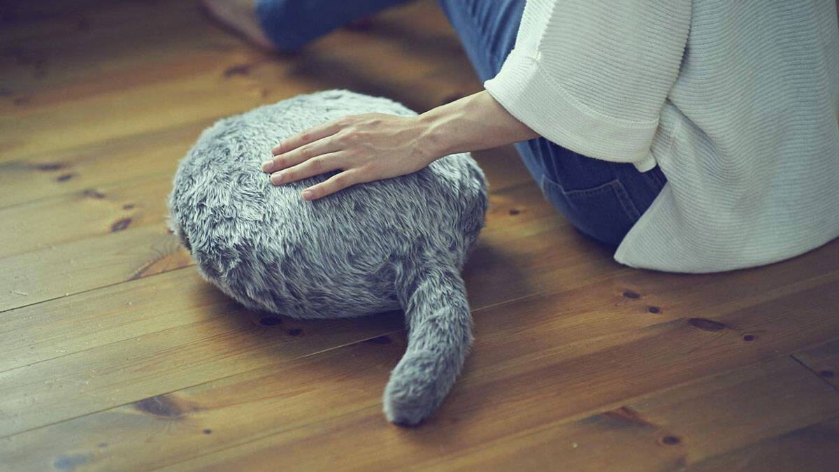 Tail Wagging Fake Cat Robot - http://coolthings.us