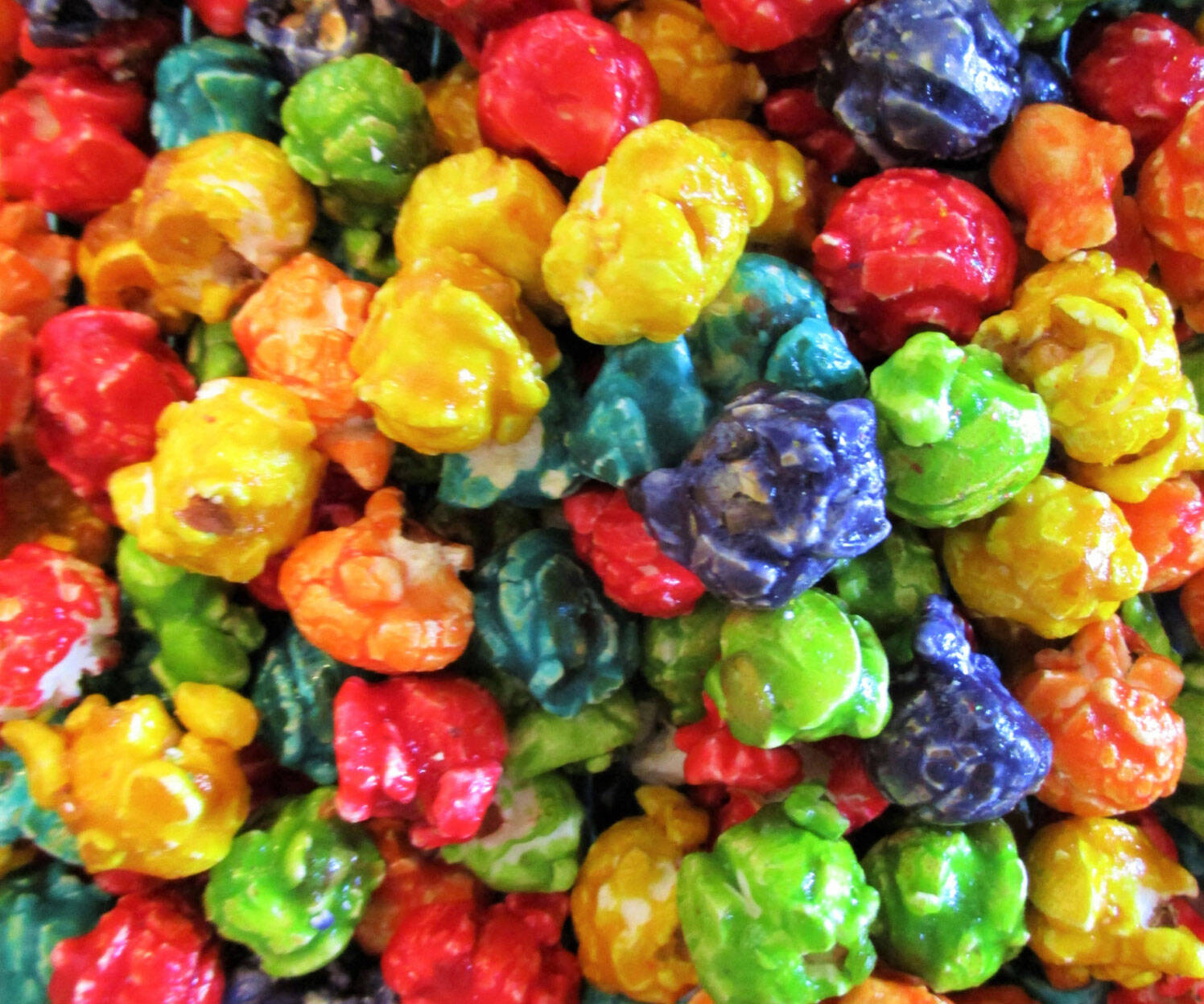 Gourmet Rainbow Popcorn - http://coolthings.us