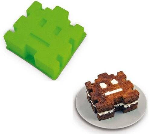 Retro Cake Mold - http://coolthings.us