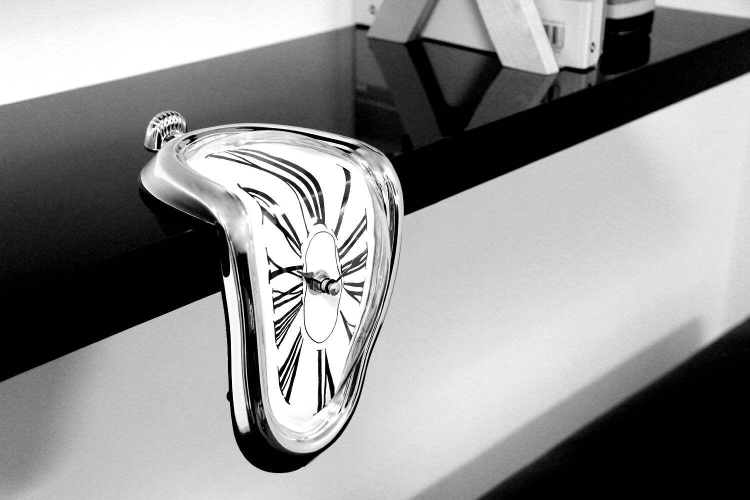 Melting Clock - http://coolthings.us