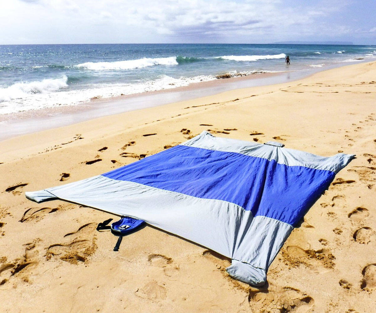 Sand Escape Compact Beach Blanket - http://coolthings.us