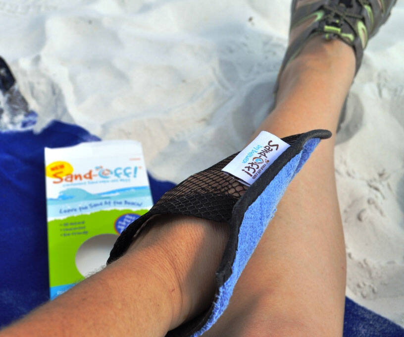 Sand-Off! Sand-Removing Beach Mitt - http://coolthings.us