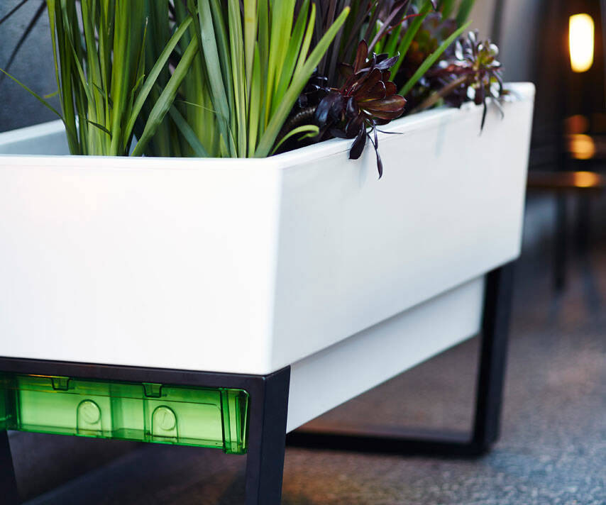 The Self-Watering Planter - http://coolthings.us