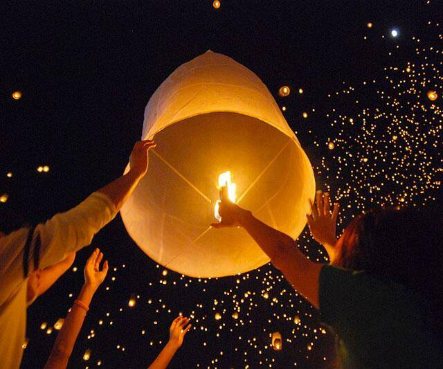 Flying Sky Lantern - http://coolthings.us