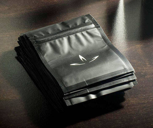 Smell Proof Bags - http://coolthings.us