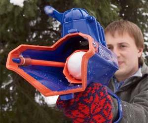 Snowball Slingshot - http://coolthings.us