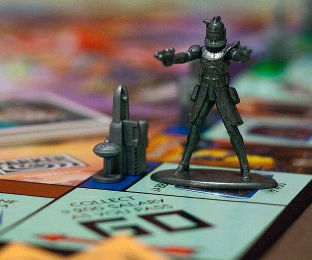 Star Wars Edition Monopoly - http://coolthings.us