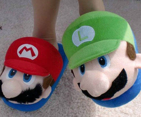 Super Mario Bros. Slippers - http://coolthings.us