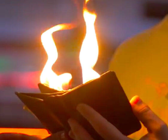 Flaming Fire Wallet Magic Trick - http://coolthings.us