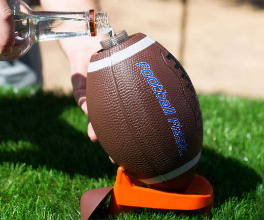 The Football Flask - http://coolthings.us