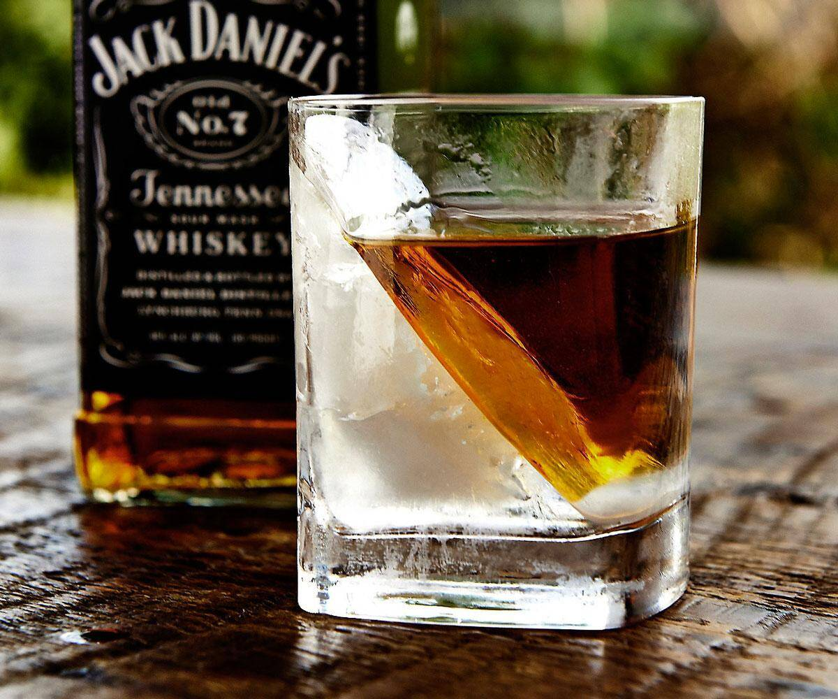 The Whiskey Wedge - http://coolthings.us