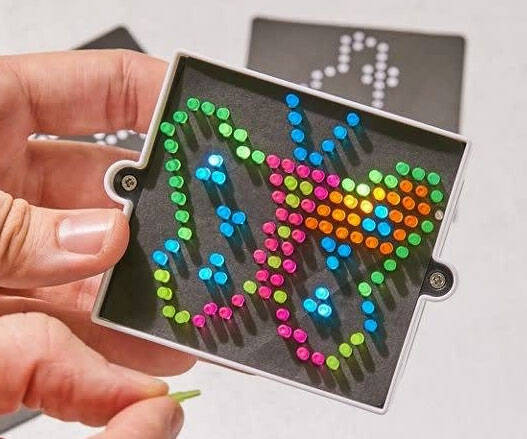 The World's Smallest Lite Brite - http://coolthings.us