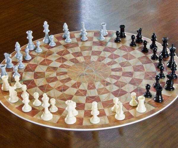 Three Player Chess - http://coolthings.us