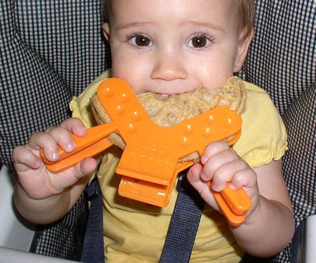 Toddler Sandwich Clamp Utensil - http://coolthings.us