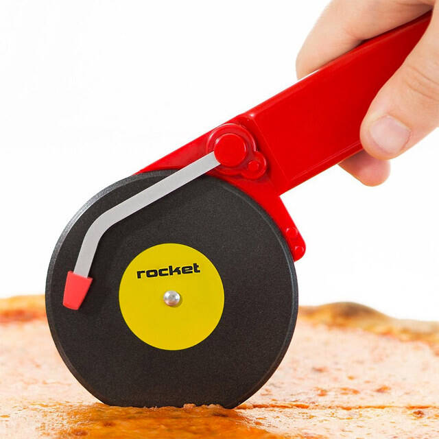 Turntable Pizza Cutter - coolthings.us