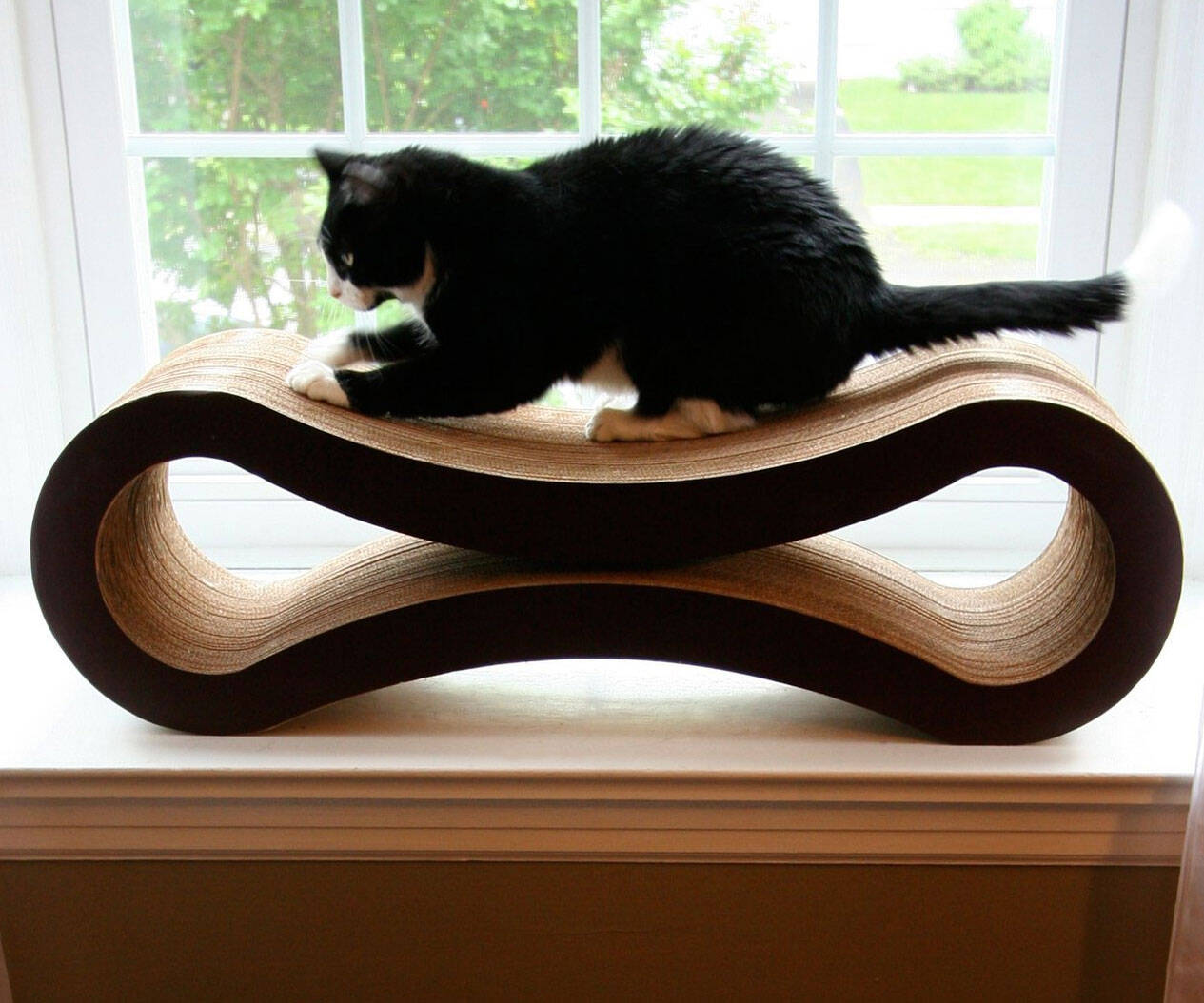 The Ultimate Cat Scratcher Lounge - http://coolthings.us