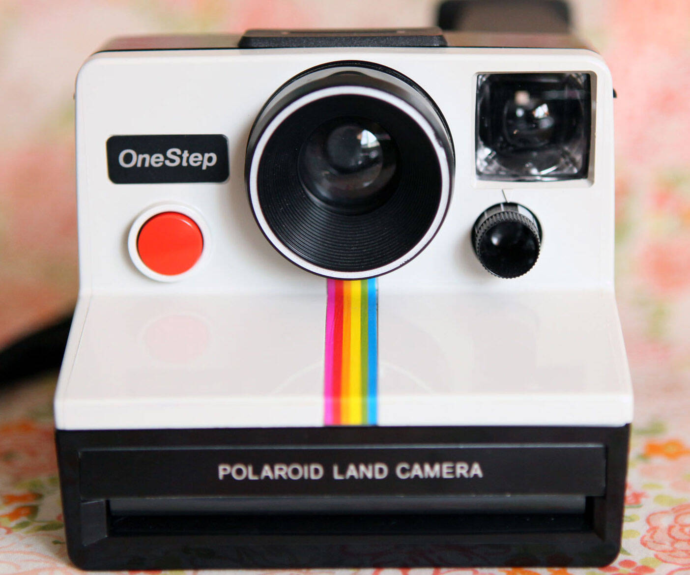 Vintage Polaroid Camera - http://coolthings.us