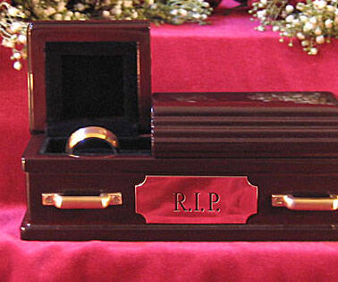 Wedding Ring Coffin - coolthings.us