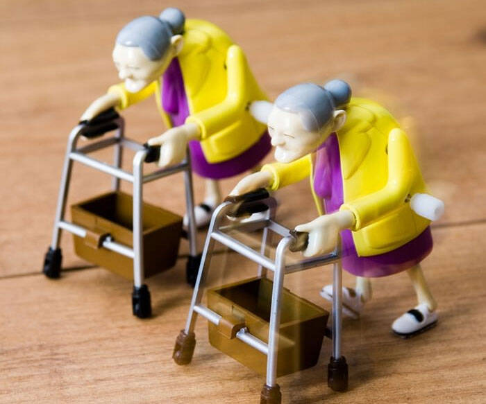 Wind Up Granny Racers - http://coolthings.us