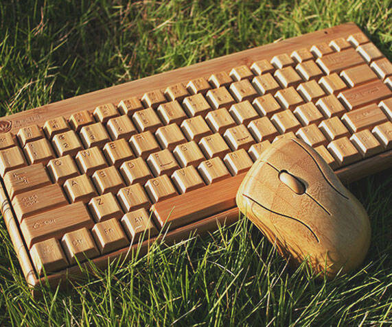 Wireless Wooden Keyboard & Mouse - http://coolthings.us