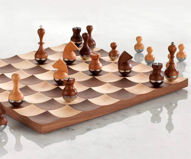 Wobble Chess Set - http://coolthings.us
