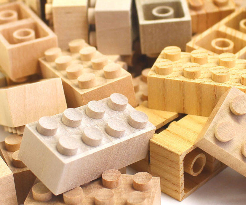 Wooden LEGO Bricks - http://coolthings.us